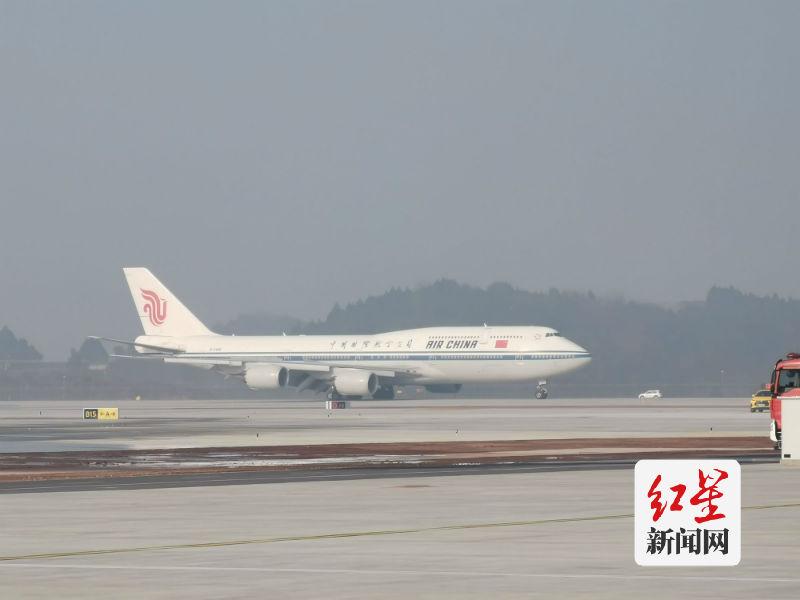 10点16分,国航航班抵达天府国际机场。