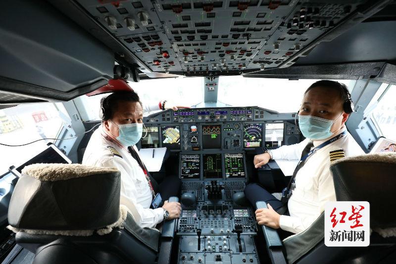 此次A380执飞机长