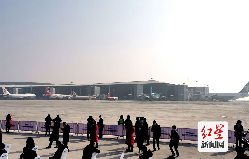 6架试飞飞机停靠天府国际机场航站楼,成为第一批来客。