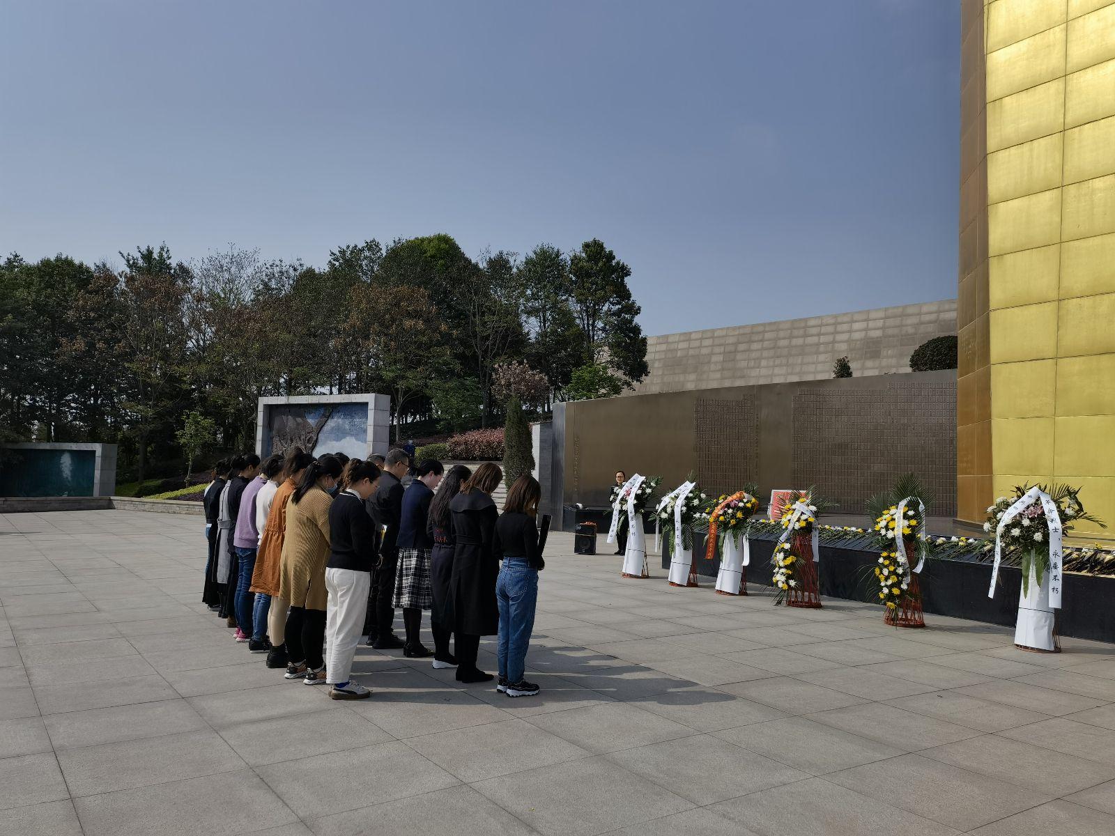 四川省革命伤残军人休养院在市烈士陵园开展祭奠活动
