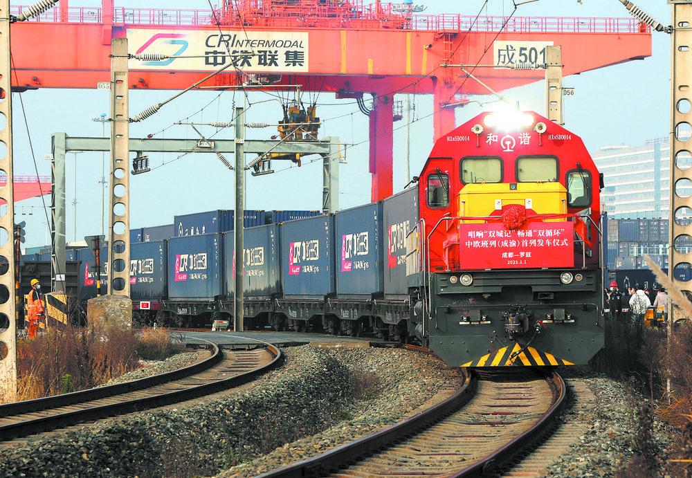 中欧班列满载货物,一路向西奔向欧洲