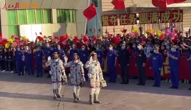 神舟十二号飞行任务航天员乘组出征!
