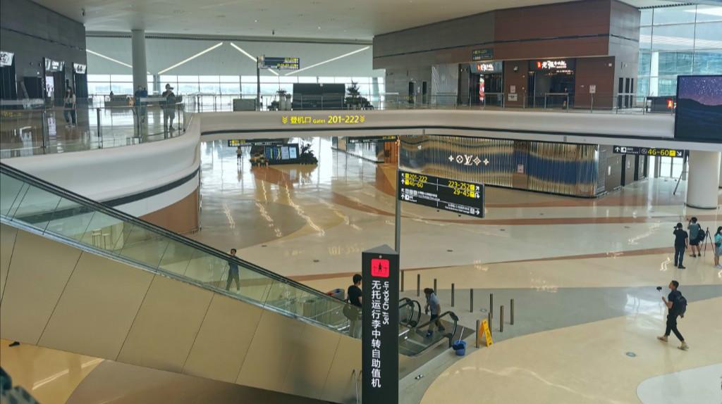 探访天府新机场:2号航站楼汇集71家店铺多种业态