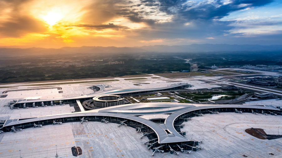 神鸟驮日,凌空翱翔!成都天府国际机场今日正式投运