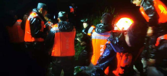河南多地暴雨,武警官兵紧急抗洪抢险!
